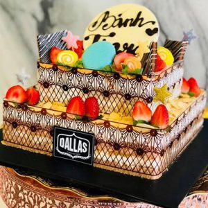 tiara dallas cake