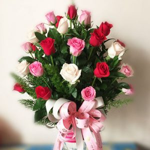 24 mixed red pink roses