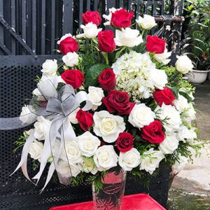 mixed red white roses